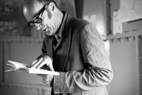 Bart Chabot tijdens Dichter aan Huis 2010 in de vuurtoren van Scheveningen